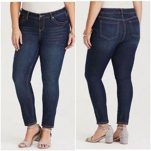 Torrid Stretchy Skinny Jeans Medium Wash size 22